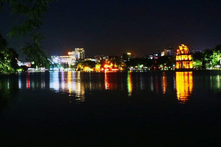 Hanoi_Lago Hoan Kiem- Lago della spada restituita Vietnam_Tulipando